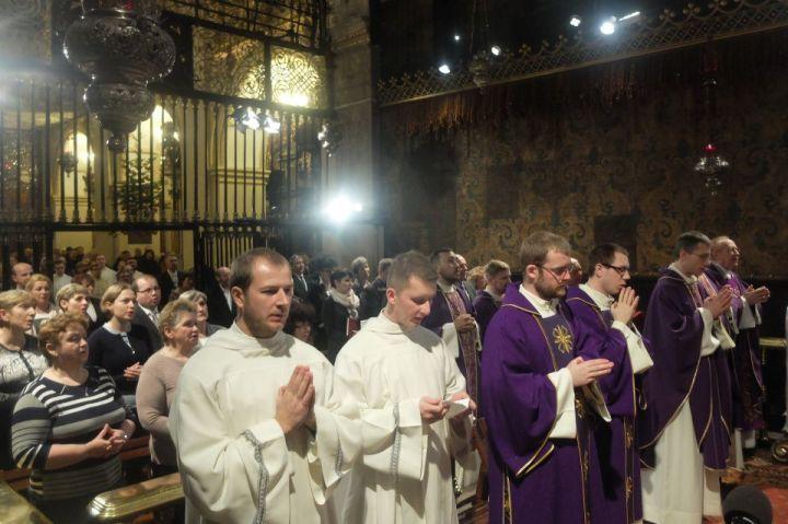Msza św. w inetncji rodzin kleryków paulińskich2