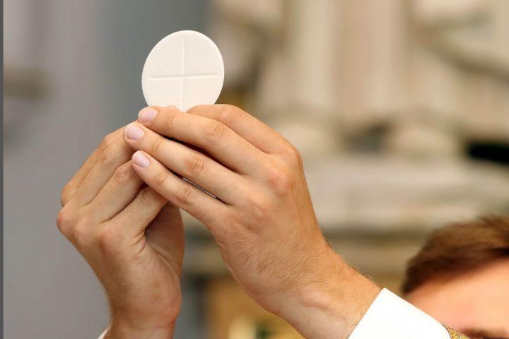 Posługa księży w dobie koronawirusa
