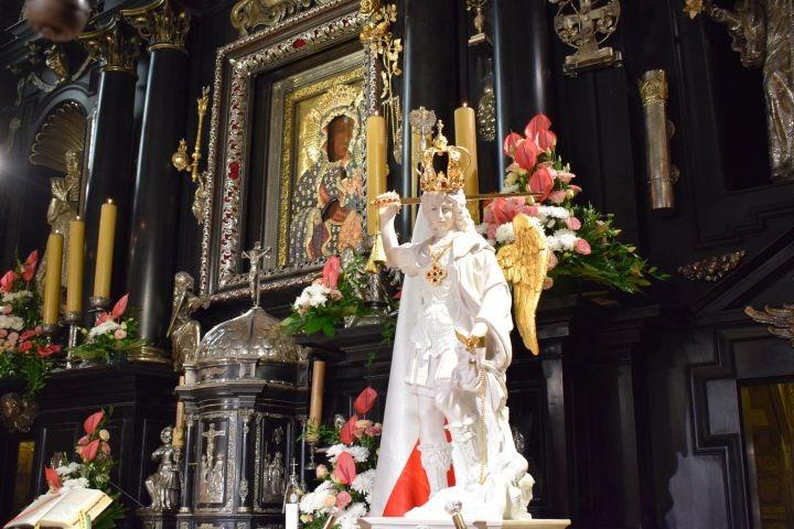 Rycerze i czciciele św. Michała Archanioła u Matki Boskiej