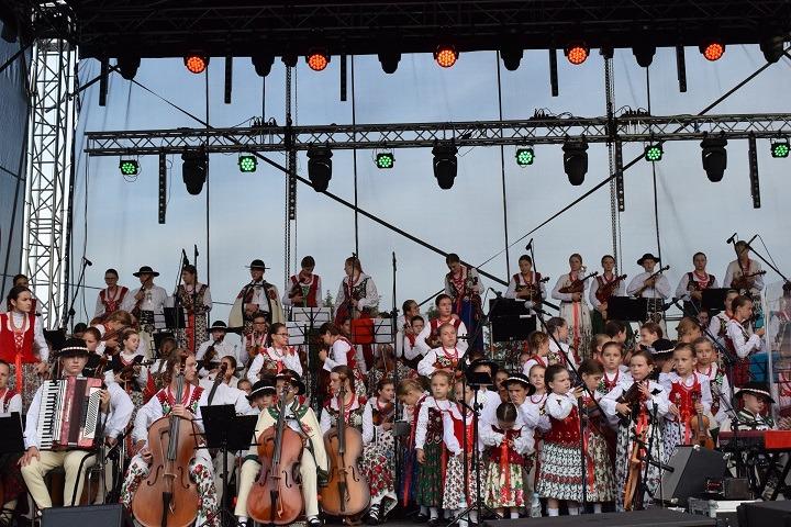 100. rocznica urodzin Jana Pawła II w góralskim stylu – koncert Małej Armii Janosika