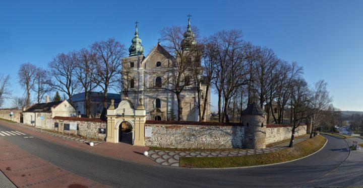 Kościół i klasztor w Mstowie zamknięte