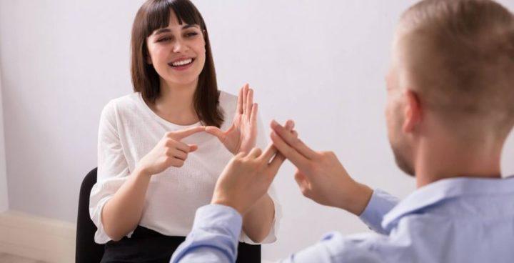 Naucz się języka migowego
