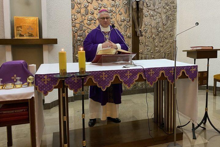 Bp Miziński: Kościół zaprasza osoby zranione do swojej wspólnoty, ofiarując im dar modlitwy i pokuty