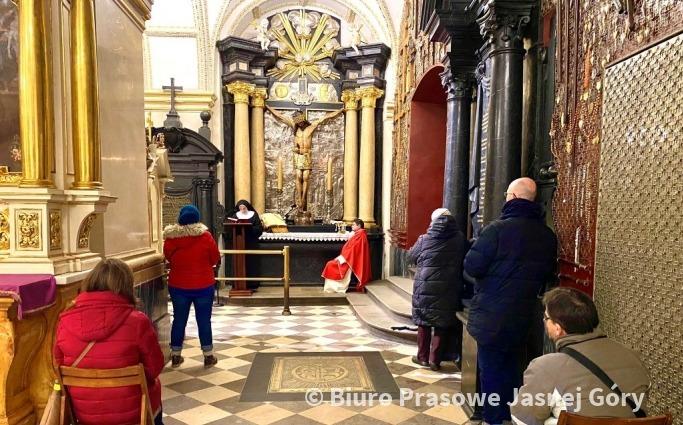 Msze święte przy niezwykłym jasnogórskim krucyfiksie
