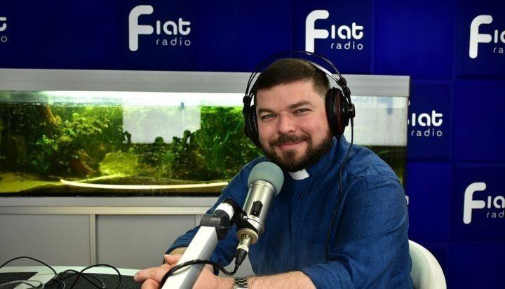 Życie w Emaus – rozmowa z ks. Jakubem Raczyńskim