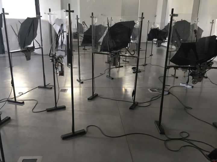 Instalacje i obrazy Marcina Berdyszaka