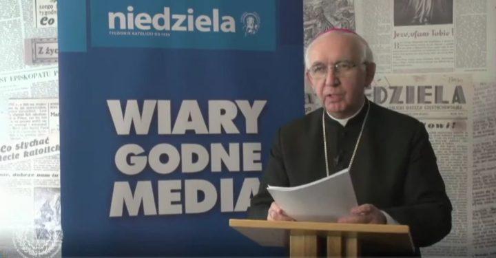Wykład abp. Wacława Depo podczas sympozjum w WSKSiM w Toruniu