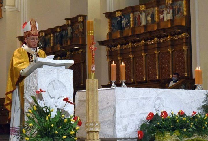 Abp Wacław Depo podczas Wigilii Paschalnej: pierwszym i ostatnim Słowem jest Chrystus!