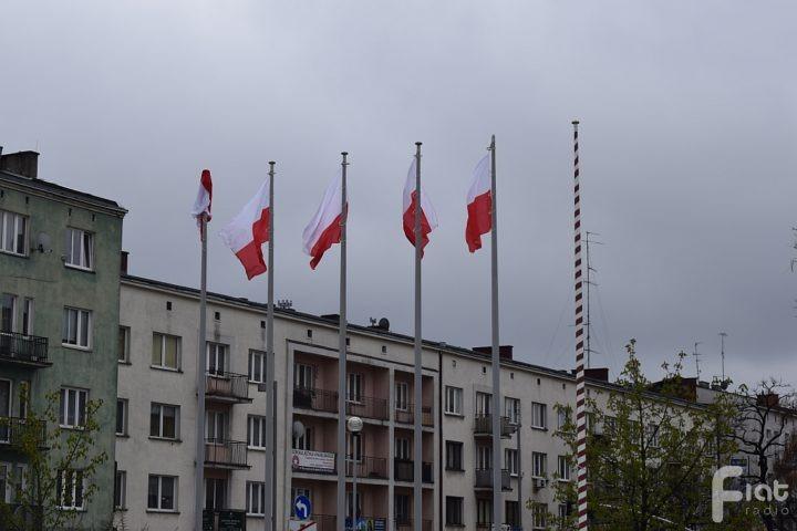 Czy warto wywieszać flagę? Co to oznacza?